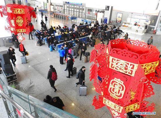 Biển người' Trung Quốc bắt đầu mùa 'Xuân Vận