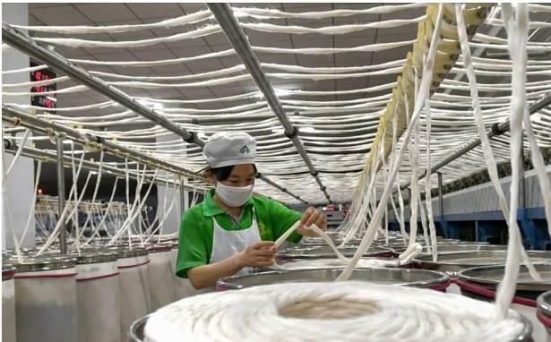 Kinh tế Trung Quốc lộ yếu điểm trước Mỹ?