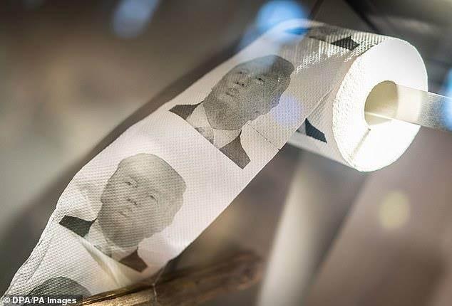 Giấy vệ sinh hình Tổng thống Trump đắt hàng ở Trung Quốc